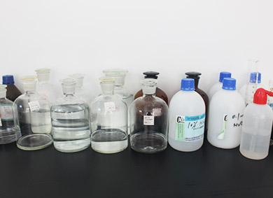 滇池人家化验室桌面